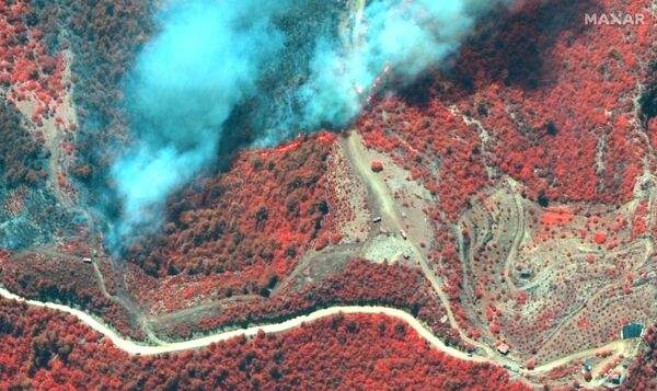 Antalya'nın Manavgat ilçesindeki orman yangını uydudan görüntülendi - Sputnik Türkiye