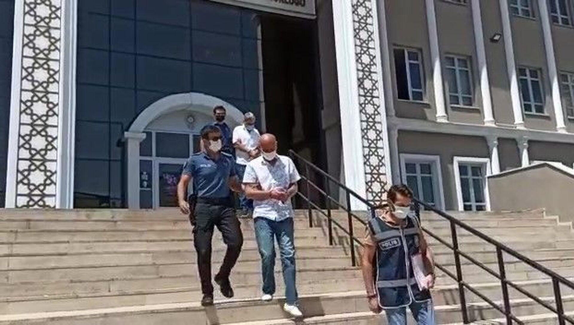 236 yıl hapis cezasıyla aranan internet dolandırıcısı yakalandı - Sputnik Türkiye, 1920, 03.08.2021