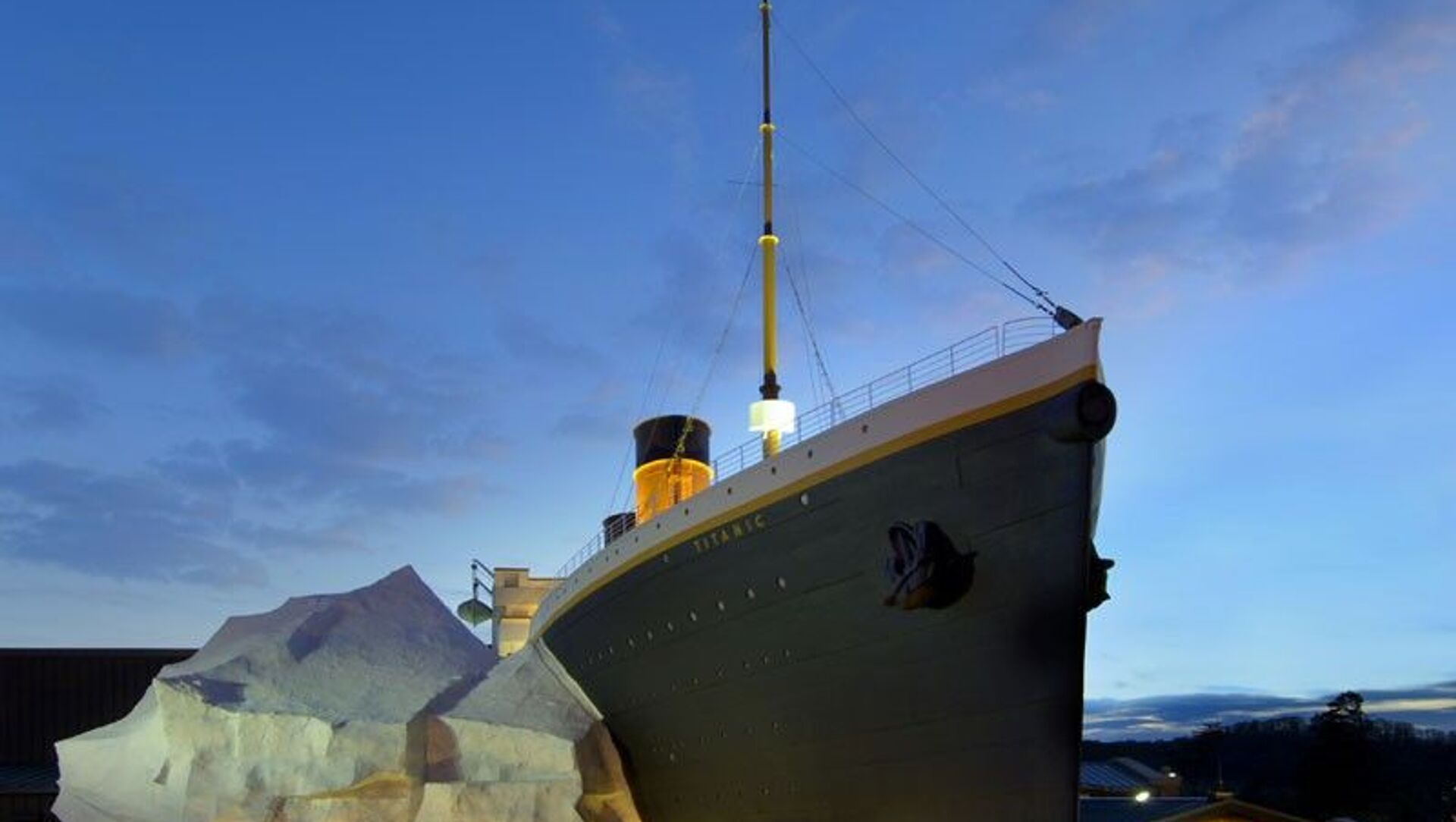 Titanik Müzesi'ndeki buzdağı, ziyaretçilerin üzerine devrildi: 3 yaralı - Sputnik Türkiye, 1920, 03.08.2021
