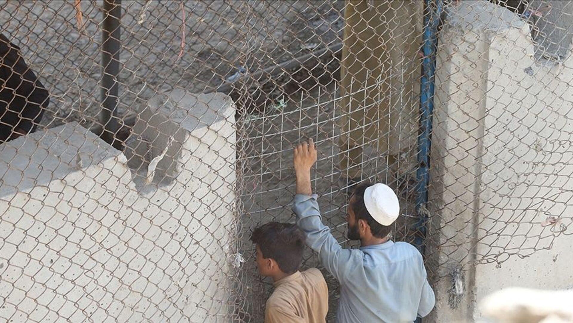 Pakistan, yasa dışı geçişleri engellemek için Afganistan sınırına çektiği tel örgünün yüzde 90'ını tamamladı - Sputnik Türkiye, 1920, 04.08.2021