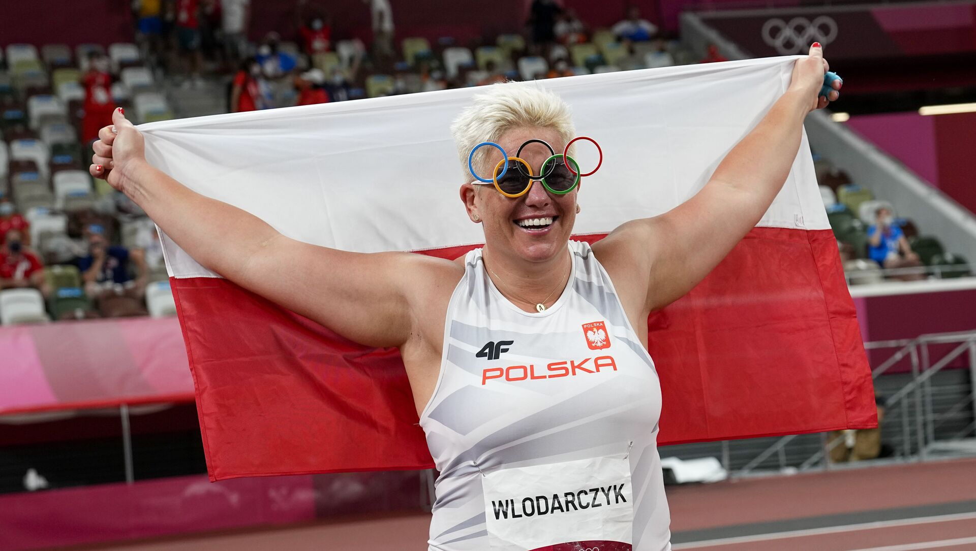 Polonyalı çekiççi Wlodarczyk, rakibinin eldivenleriyle üst üste 3 olimpiyat altın madalyası kazandı - Sputnik Türkiye, 1920, 04.08.2021