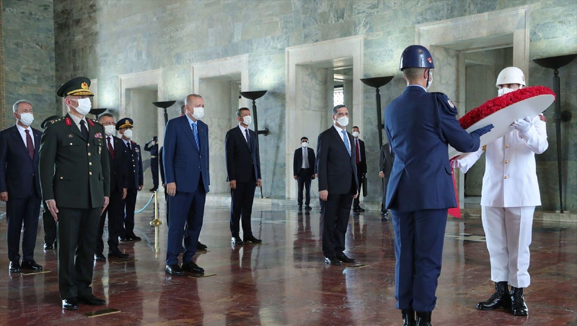 Cumhurbaşkanı Recep Tayyip Erdoğan ve Yüksek Askeri Şura üyeleri Anıtkabir'i ziyaret etti. - Sputnik Türkiye, 1920, 04.08.2021
