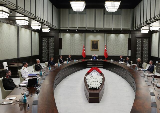 Cumhurbaşkanı Recep Tayyip Erdoğan başkanlığındaki Yüksek Askeri Şura (YAŞ) toplantısı başladı.