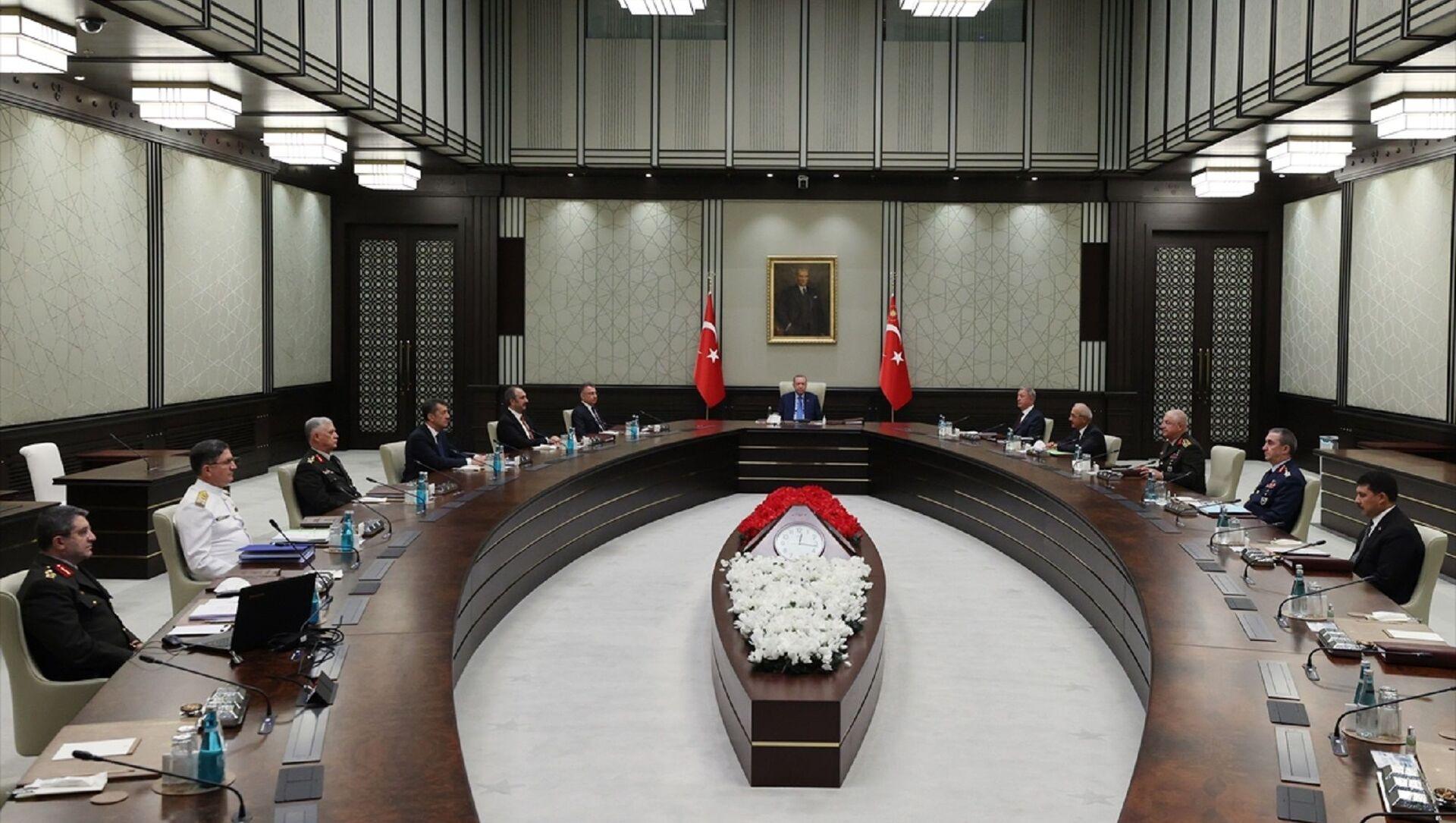 Cumhurbaşkanı Recep Tayyip Erdoğan başkanlığındaki Yüksek Askeri Şura (YAŞ) toplantısı başladı.  - Sputnik Türkiye, 1920, 06.08.2021