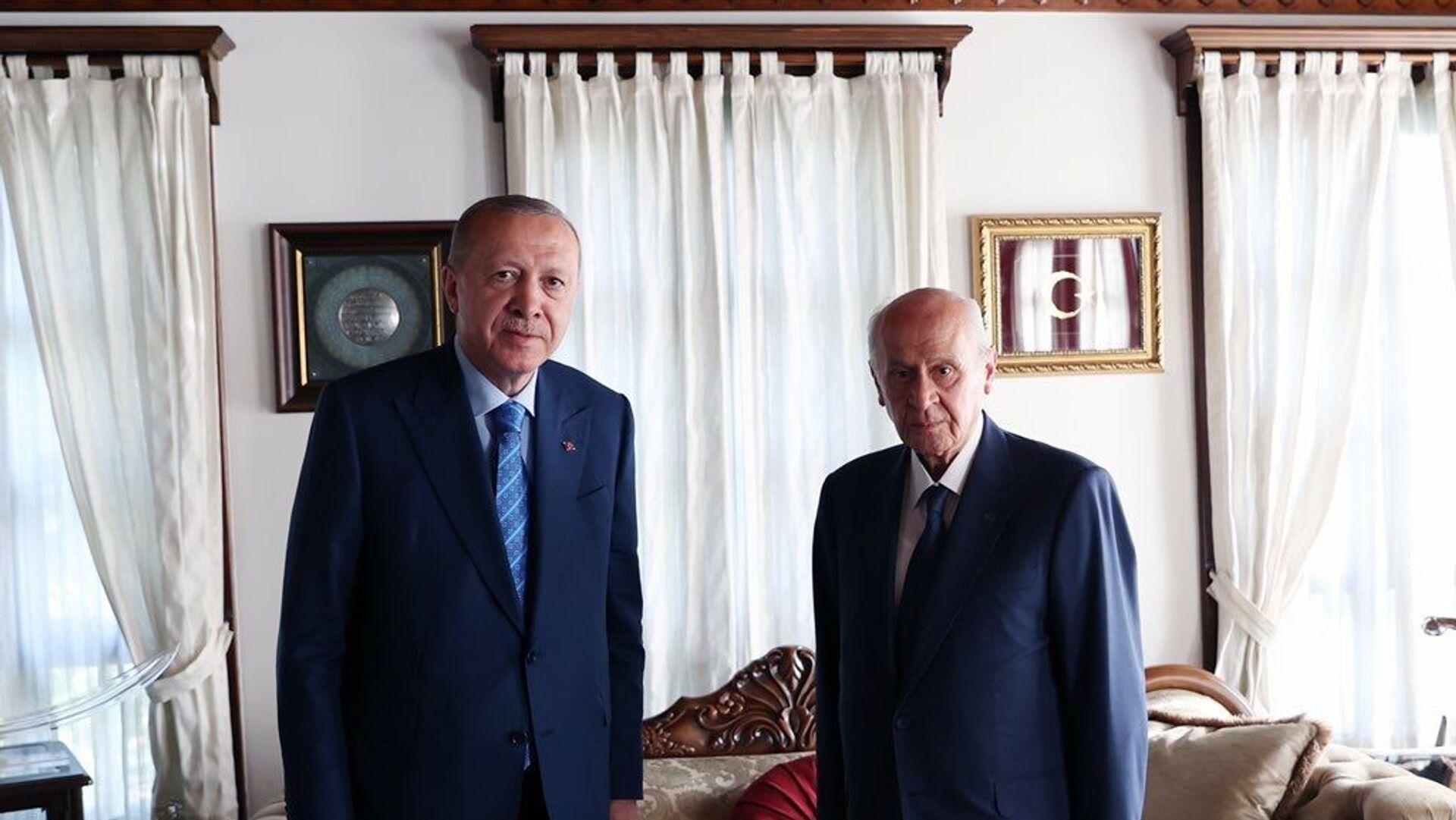 Cumhurbaşkanı Erdoğan , MHP Genel Başkanı Devlet Bahçeli'yi evinde ziyaret etti - Sputnik Türkiye, 1920, 04.08.2021