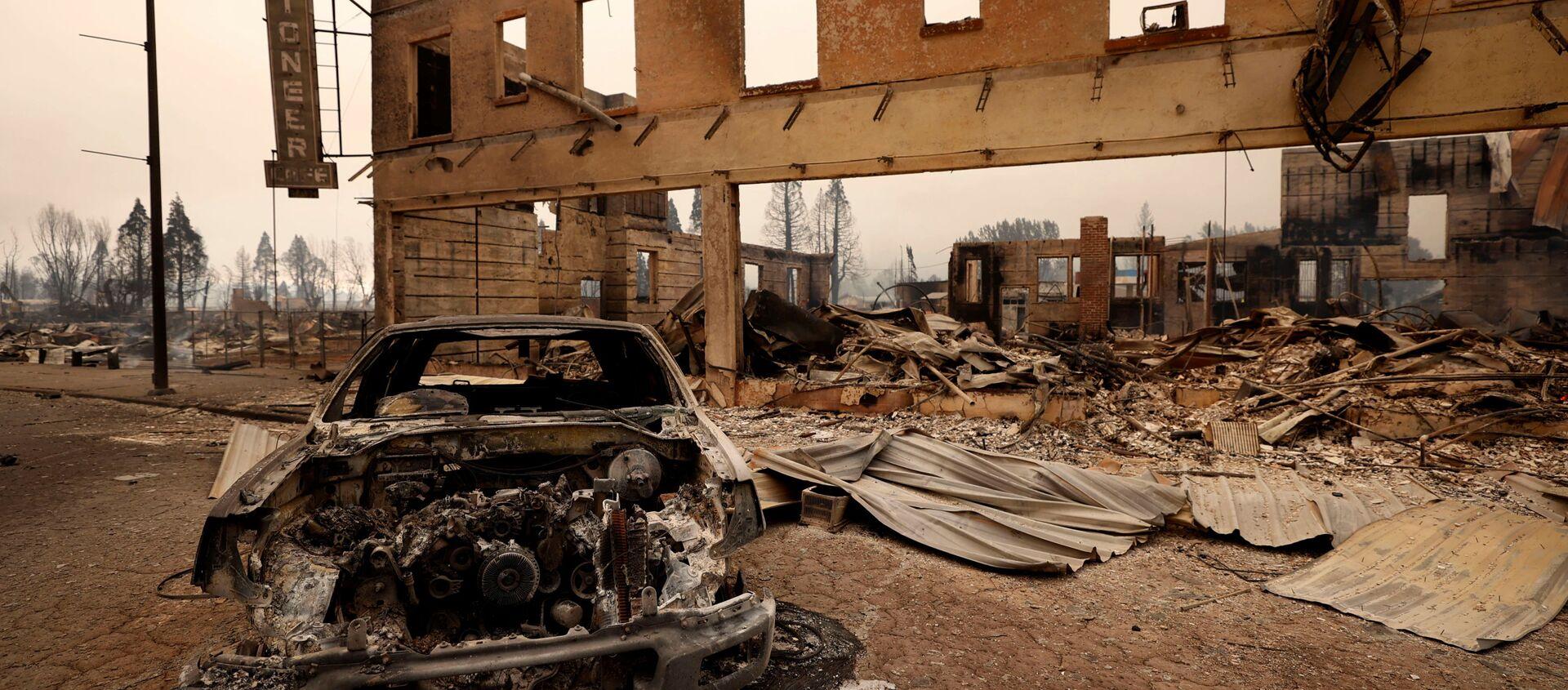 ABD'nin Kaliforniya eyaletinde yaklaşık 3 haftadır devam eden orman yangını tarihi bir kasabayı küle çevirdi. - Sputnik Türkiye, 1920, 06.08.2021