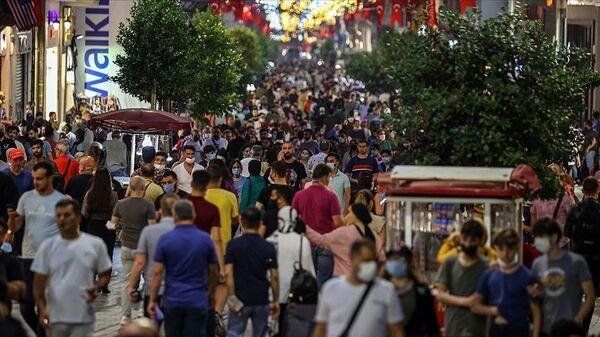İstanbul Taksim koronavirüs kalabalık - Sputnik Türkiye