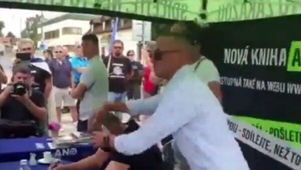 Çekya Başbakanı Babis'e yumurtalı saldırı - Sputnik Türkiye