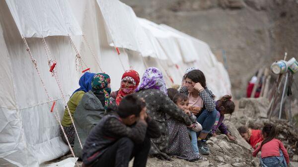 Van'ın 6 ilçesinde etkili olan sellerin ardından köylerde yaralar sarılıyor. 13 mahallenin selden etkilendiği Başkale'de onlarca ev yıkılırken, 1500'e yakın koyun da öldü.  - Sputnik Türkiye