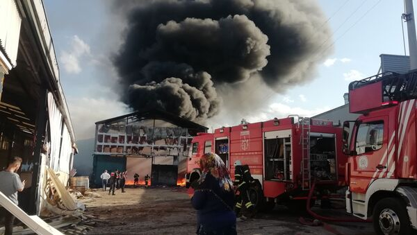 Parke fabrikasında yangın: Çok sayıda itfaiye ekibi sevk edildi - Sputnik Türkiye