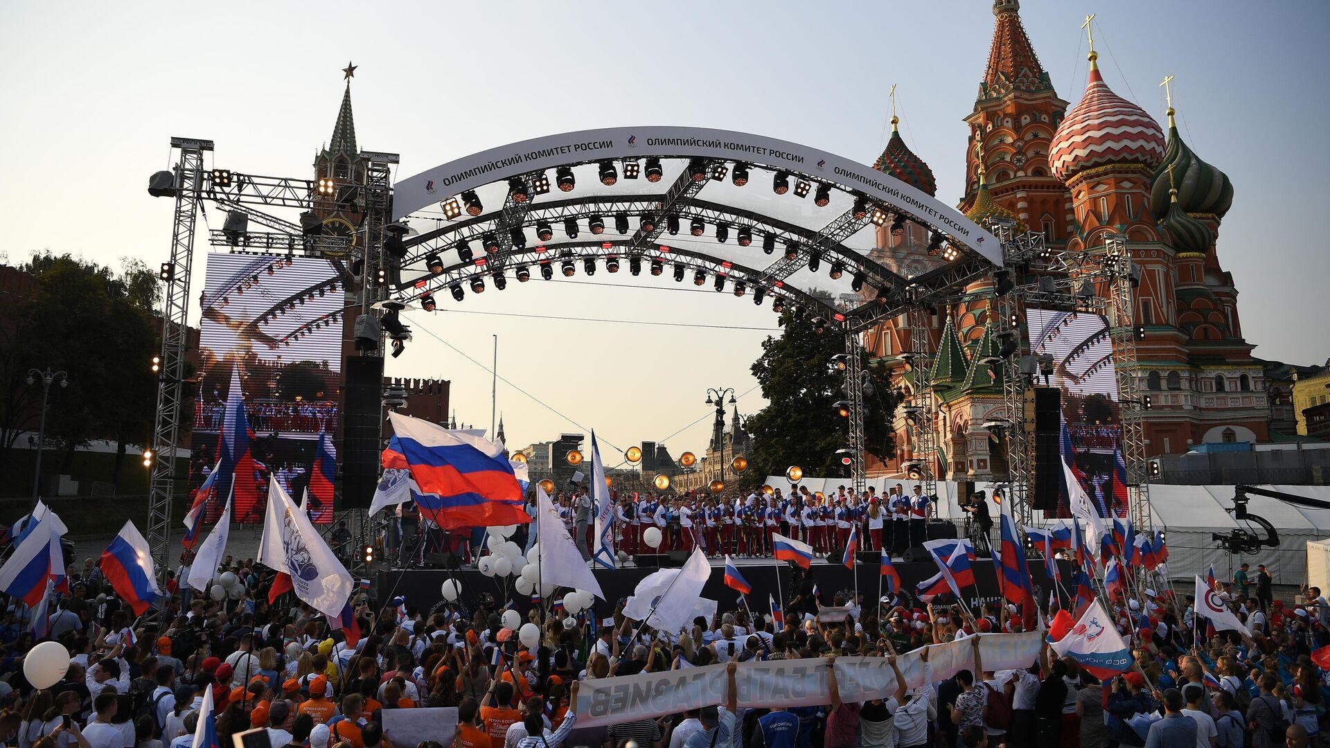 Rusya'ya dönen olimpiyat sporcuları Kızıl Meydan'da şölenle karşılandı - Sputnik Türkiye, 1920, 10.08.2021