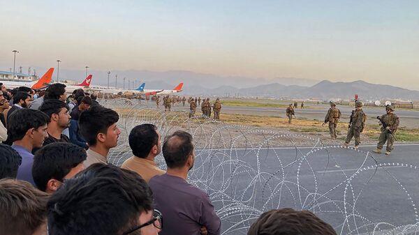 Американские солдаты в аэропорту Кабула  - Sputnik Türkiye