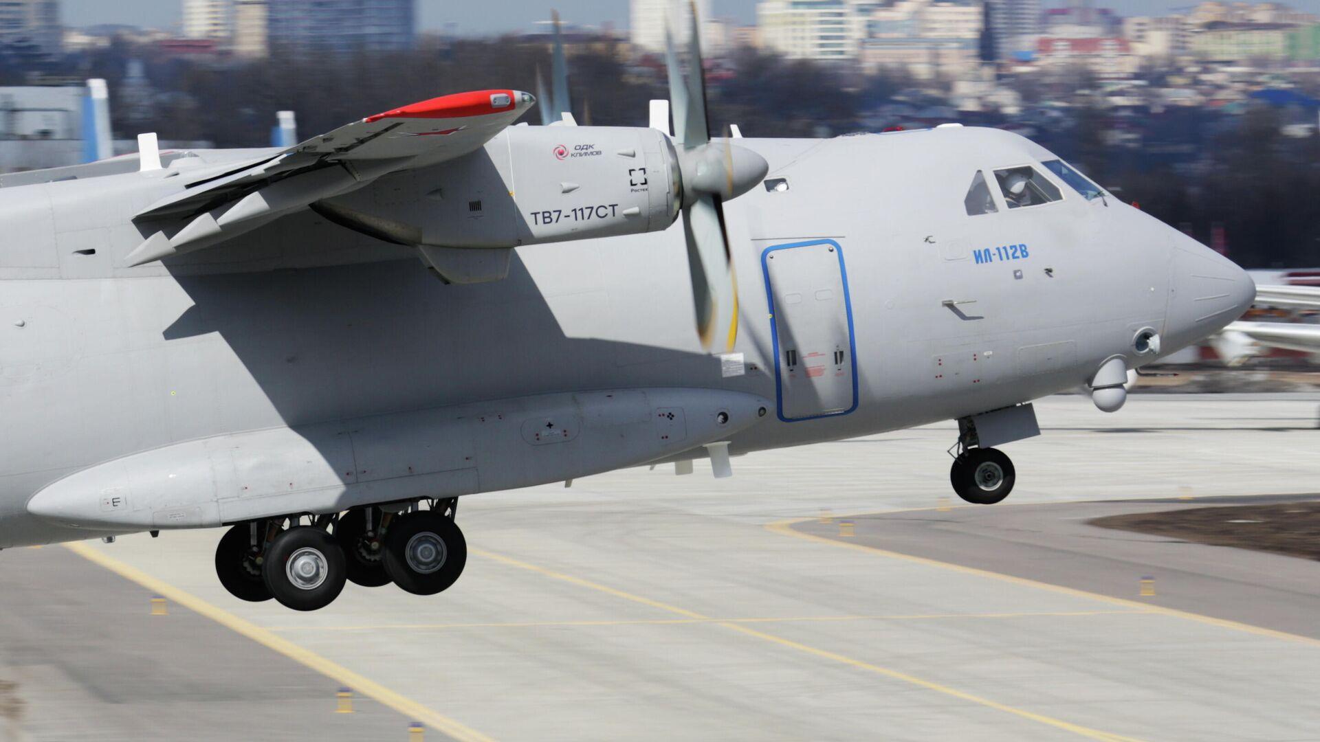 Rusya'nın Sovyetler Birliği sonrasında döneminde sıfırdan geliştirdiği ilk askeri nakliye uçağı olan İl-112V uçağı - Sputnik Türkiye, 1920, 17.08.2021
