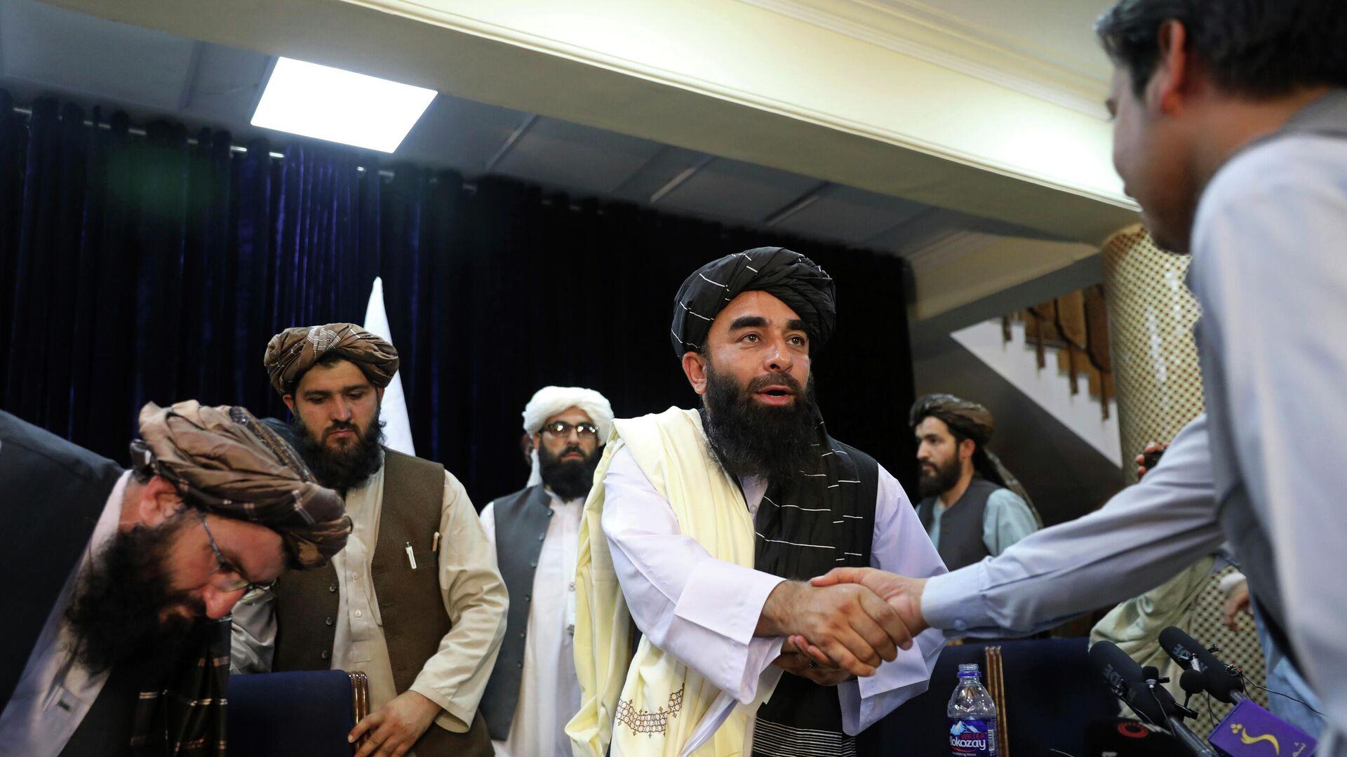 Afganistan'da Taliban dönemi | Örgüt Sözcüsü: Hükümeti oluşturduktan sonra her şey daha net olacak - Sputnik Türkiye, 1920, 31.08.2021