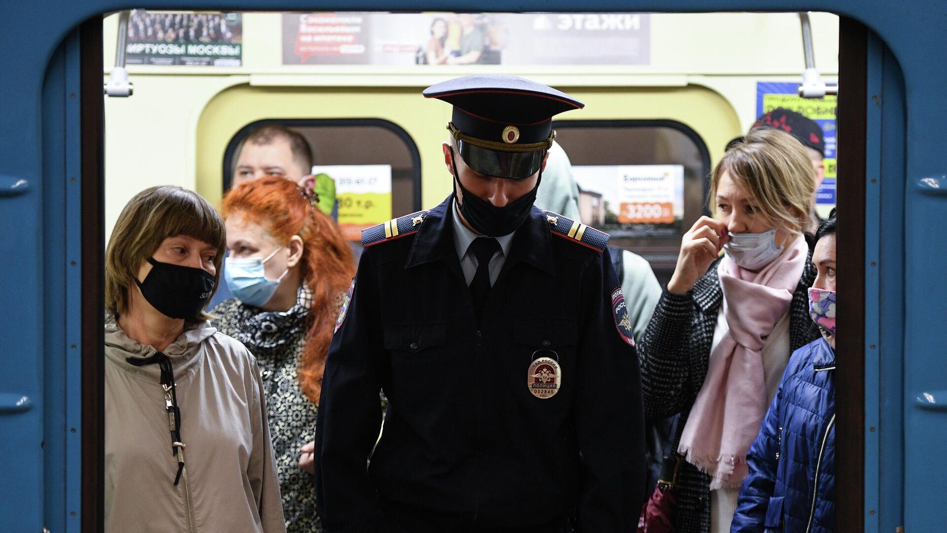 Rusya, koronavirüs, maske, metro - Sputnik Türkiye, 1920, 20.08.2021