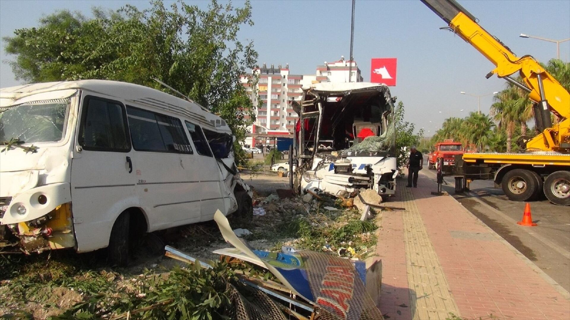 Mersin'in Silifke ilçesinde yolcu otobüsünün şarampole devrilmesi   - Sputnik Türkiye, 1920, 23.08.2021