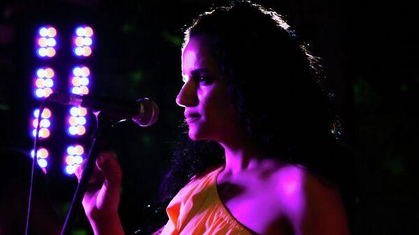 Üç farklı kültürü sahnede buluşturan Tara Mamedova: Şarkılarım, hayat hikayemdir - Sputnik Türkiye
