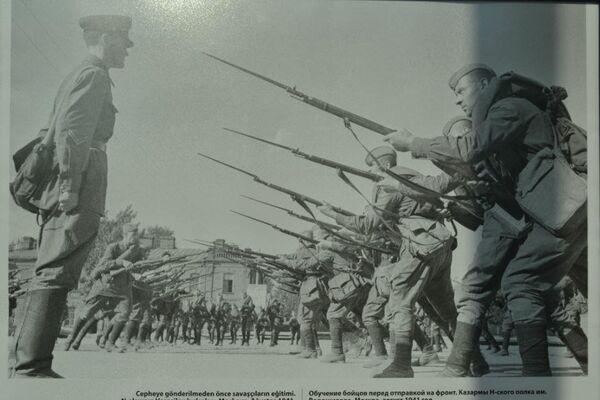 'Cepheye gönderilmeden önce savaşçıların eğitimi' adlı bir fotoğraf.  - Sputnik Türkiye