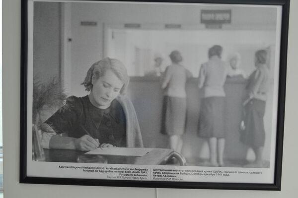 'Kan Transfüzyonu Merkez Enstitüsü. Yaralı askerler için kan bağışında bulunan bir  bağışçıdan mektup' adlı bir fotoğraf.  - Sputnik Türkiye