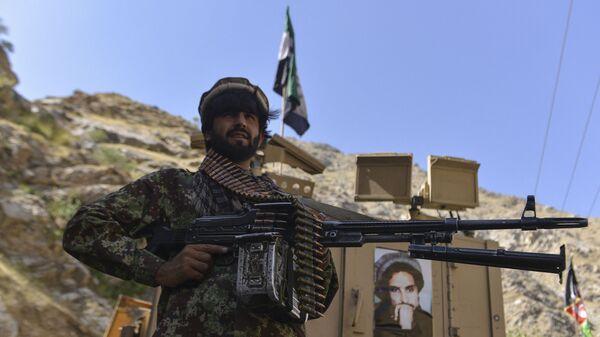 Афганское движение сопротивления во патрулирования в провинции Панджшер, Афганистан - Sputnik Türkiye