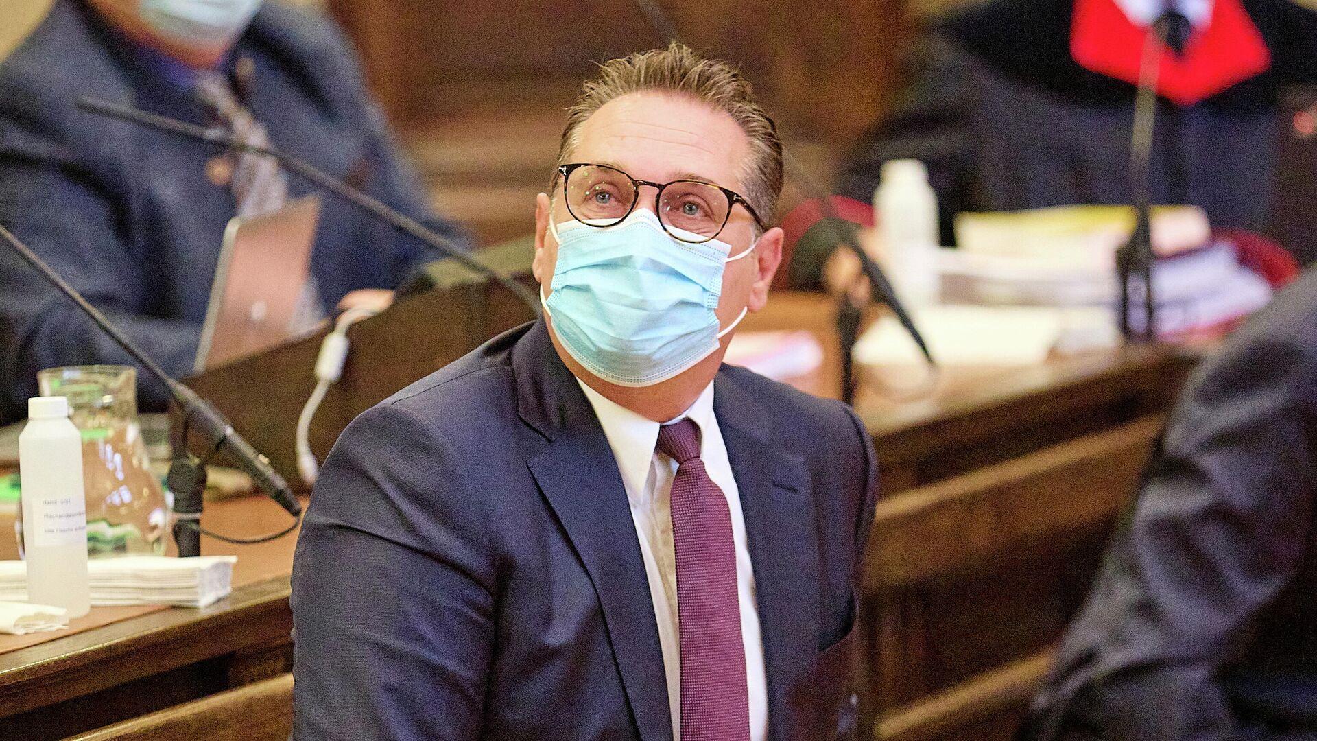 Avusturya Özgürlük Partisi'nin (FPÖ) eski lideri ve eski Başbakan Yardımcısı Heinz-Christian Strache, Viyana'daki mahkemede yolsuzluktan yargılanırken - Sputnik Türkiye, 1920, 27.08.2021