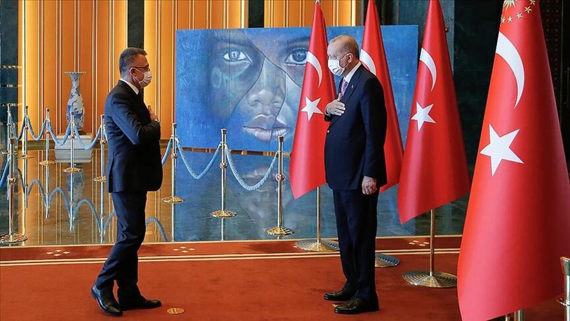 Cumhurbaşkanı Erdoğan, Zafer Bayramı tebriklerini 'Mülteci Çocuk' tablosu önünde kabul etti - Sputnik Türkiye, 1920, 30.08.2021