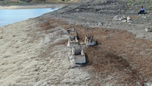 Pusat-Özen barajında köy mezarlığı - Sputnik Türkiye