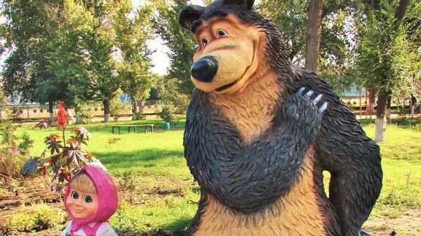 Скульптура героев мультфильма «Маша и Медведь» в Елани, Россия - Sputnik Türkiye
