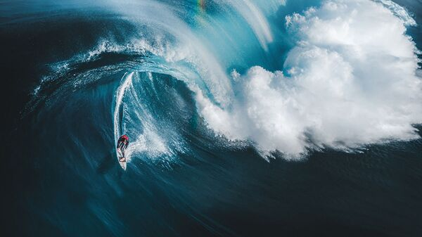 Снимок Gold at the End of the Rainbow фотографа Phil De Glanville, занявший 1 место в категории Sport в конкурсе Drone Awards 2021 - Sputnik Türkiye