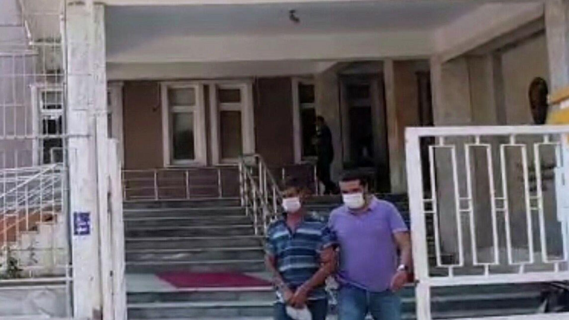 Manisa'da 6 ve 8 yaşındaki iki kız çocuğuna cinsel istismarda bulunan şahıs tutuklandı - Sputnik Türkiye, 1920, 15.09.2021