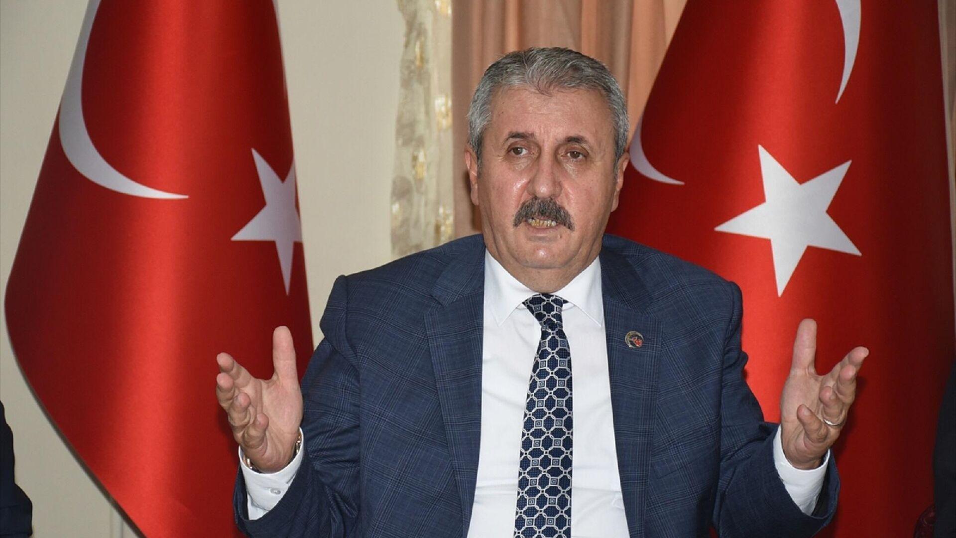 Büyük Birlik Partisi (BBP) Genel Başkanı Mustafa Destici, Kars'taki sivil toplum kuruluşu temsilcileriyle bir araya geldi.  - Sputnik Türkiye, 1920, 15.09.2021