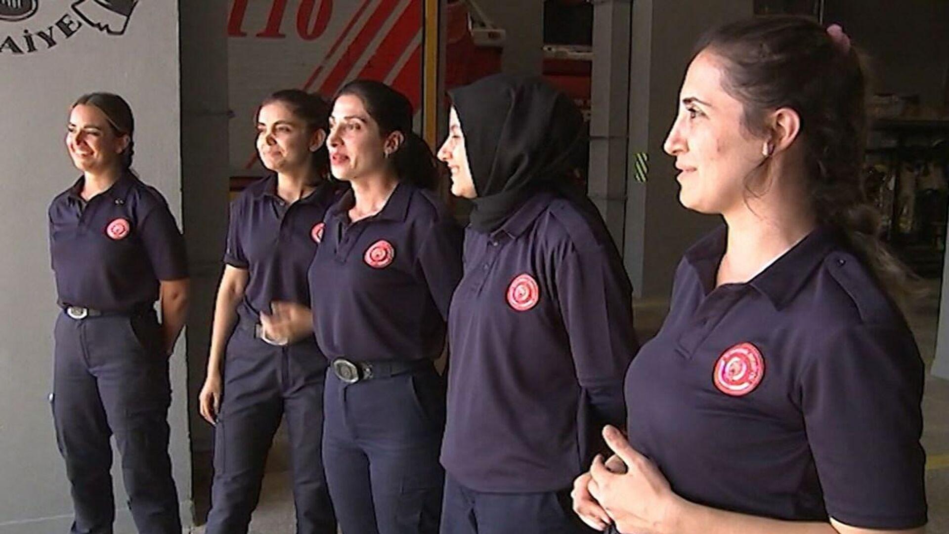 İtfaiye teşkilatı, 37 kadın itfaiyeciyi bünyesine kattı  - Sputnik Türkiye, 1920, 15.09.2021