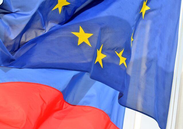 Rusya ve Avrupa Birliği bayrakları