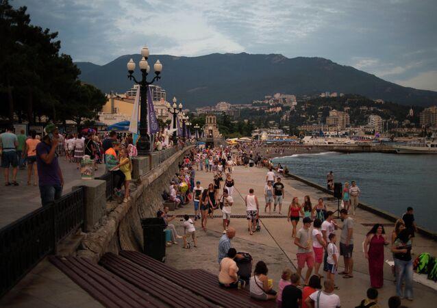 Kırım. Yalta'da sahil yolu