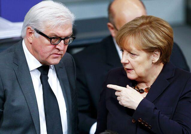 Almanya Başbakanı Angela Merkel ve Dışişleri Bakanı Frank-Walter Steinmeier