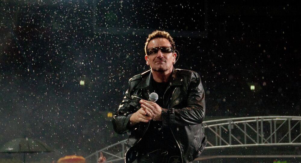 Bono'nun solisti olduğu U2, Moskova konserinde