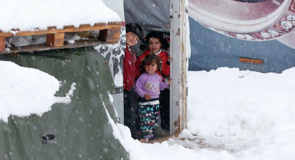 Suriyeli mülteciler soğuk ve açlıkla mücadele ediyor