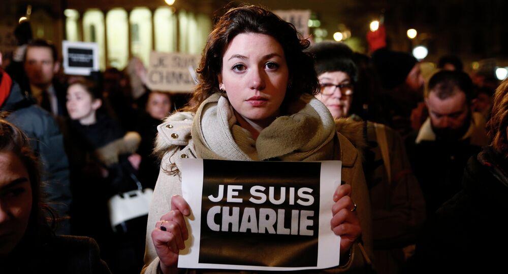 Londra'da Charlie Hebdo saldırısına protesto