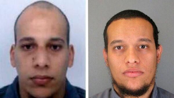 Charlie Hebdo dergisine yapılan operasyonda 12 kişiyi öldürdüğü belirtilen Şerif (solda) ve Said (sağda) Kouachi kardeşler öldürüldü. - Sputnik Türkiye