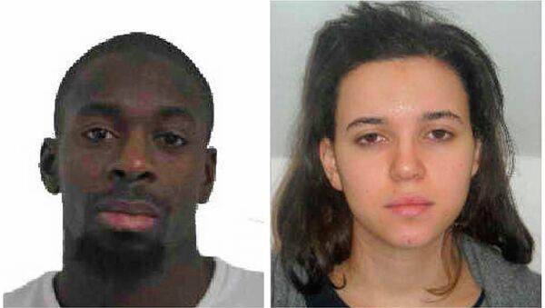 Coulibaly'nin polis tarafından aranan sevgilisi Hayat Boumeddine'nin Türkiye üzerinden Suriye'ye geçtiği iddia ediliyor. - Sputnik Türkiye