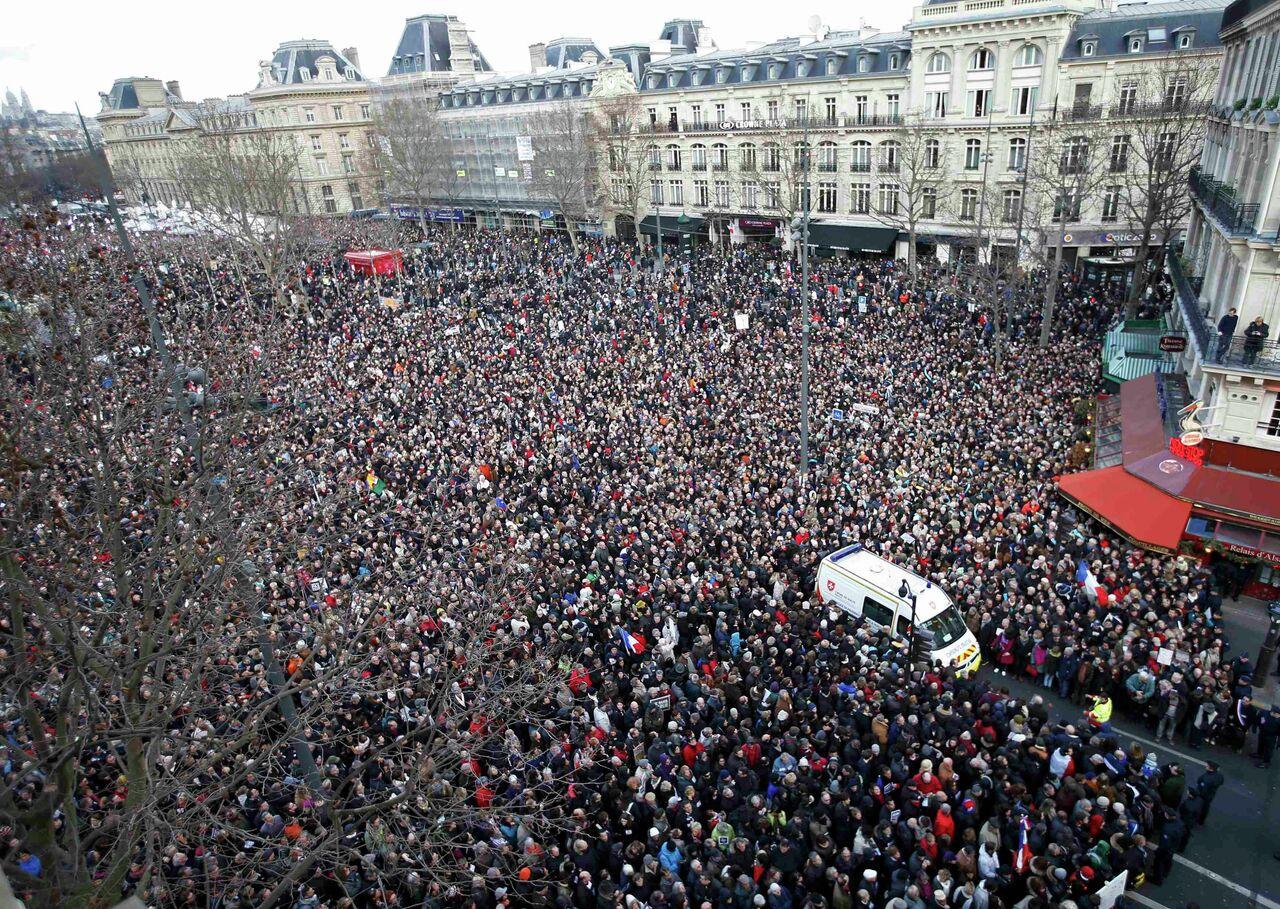 Parisliler, teröre karşı yürüdü