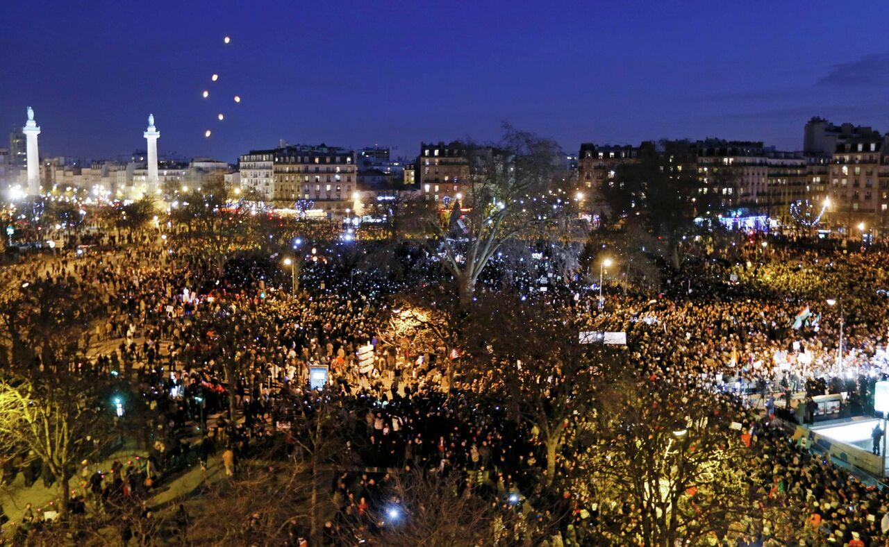 Paris'te 1.5 milyon kişi, teröre karşı meydana indi