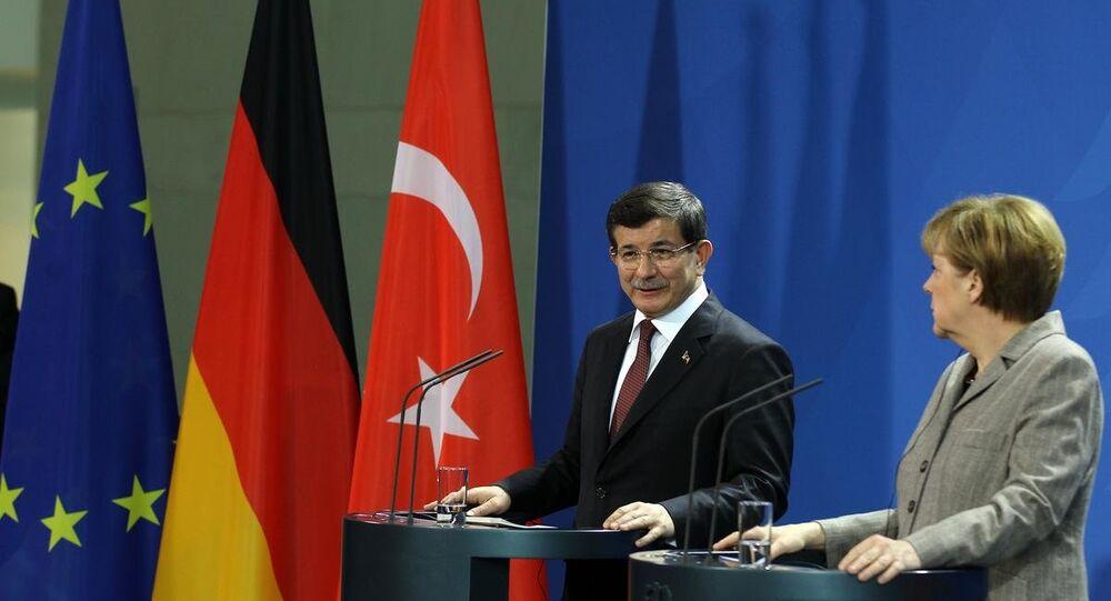 Türkiye Başbakanı Ahmet Davutoğlu ve Almanya Başbakanı Angela Merkel