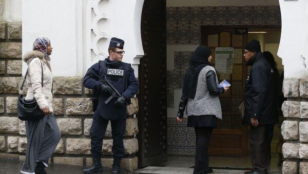 Fransa'da Müslüman karşıtı saldırılar arttı - Sputnik Türkiye