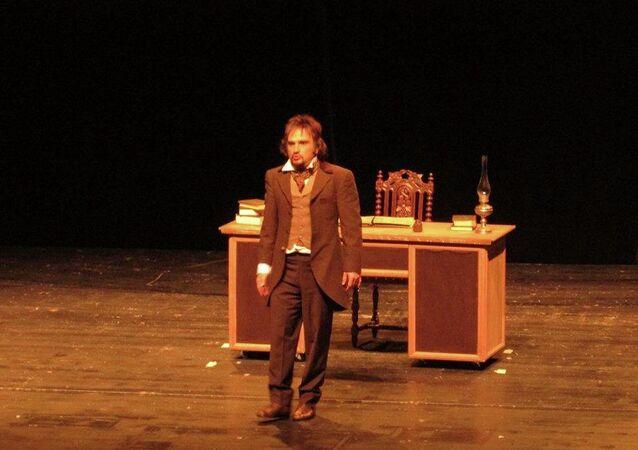 Atölye Tiyatrosu sahnesinde  oyun