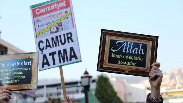 Kocaeli'de Cumhuriyet'e Charlie Hebdo tepkisi - Sputnik Türkiye