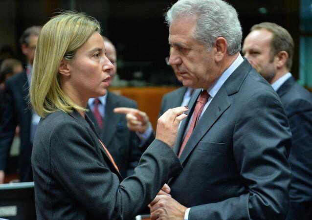 Avrupa Birliği Güvenlik ve Dış Politika Yüksek Temsilcisi Federica Mogherini ve AB Komisyonu üyesi Dimitris Avramopulos