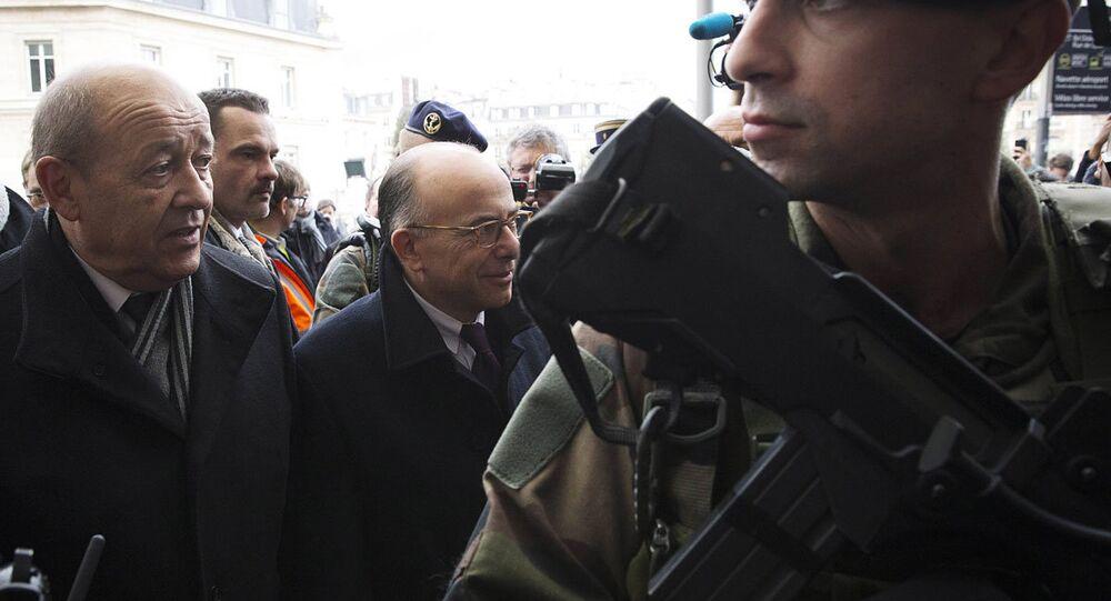 Fransa Savunma Bakanı Jean-Yves Le Drian ile İçişleri Bakanı Bernard Cazeneuve