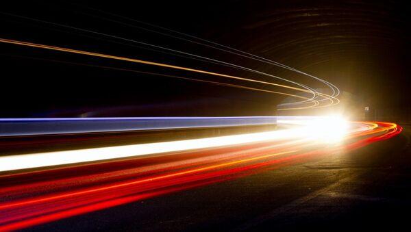 Bilim insanları ışığın hızı yavaşlattı - Sputnik Türkiye