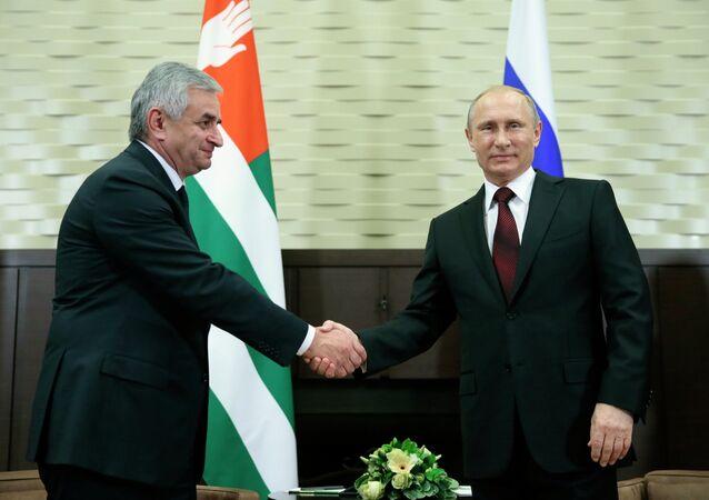 Rusya Devlet Başkanı Vladimir Putin ile Abhazya Cumhuriyeti Cumhurbaşkanı Raul Hacimba